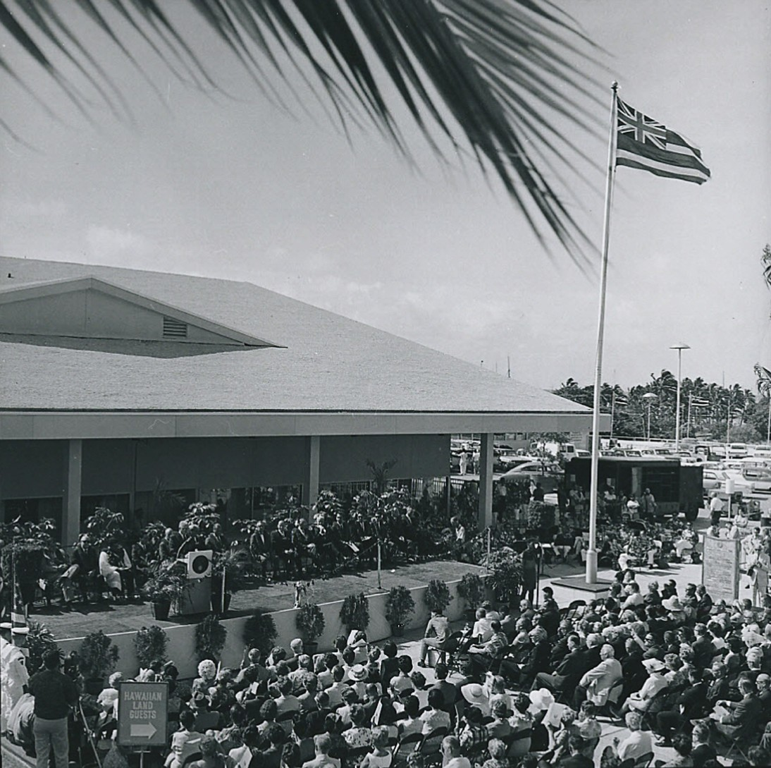 Ala_Moana_Hawaii_center_shopping_anniversary