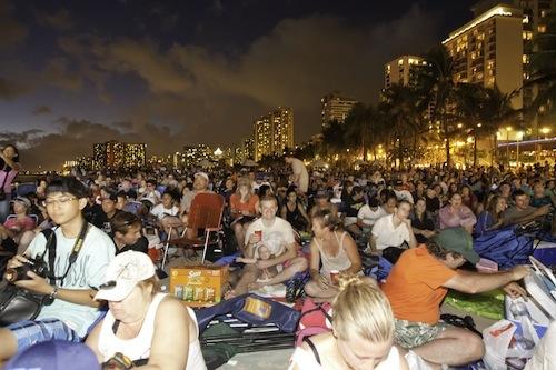 Hawaii_Five-0_Waikiki_beach_fourth_season_premiere