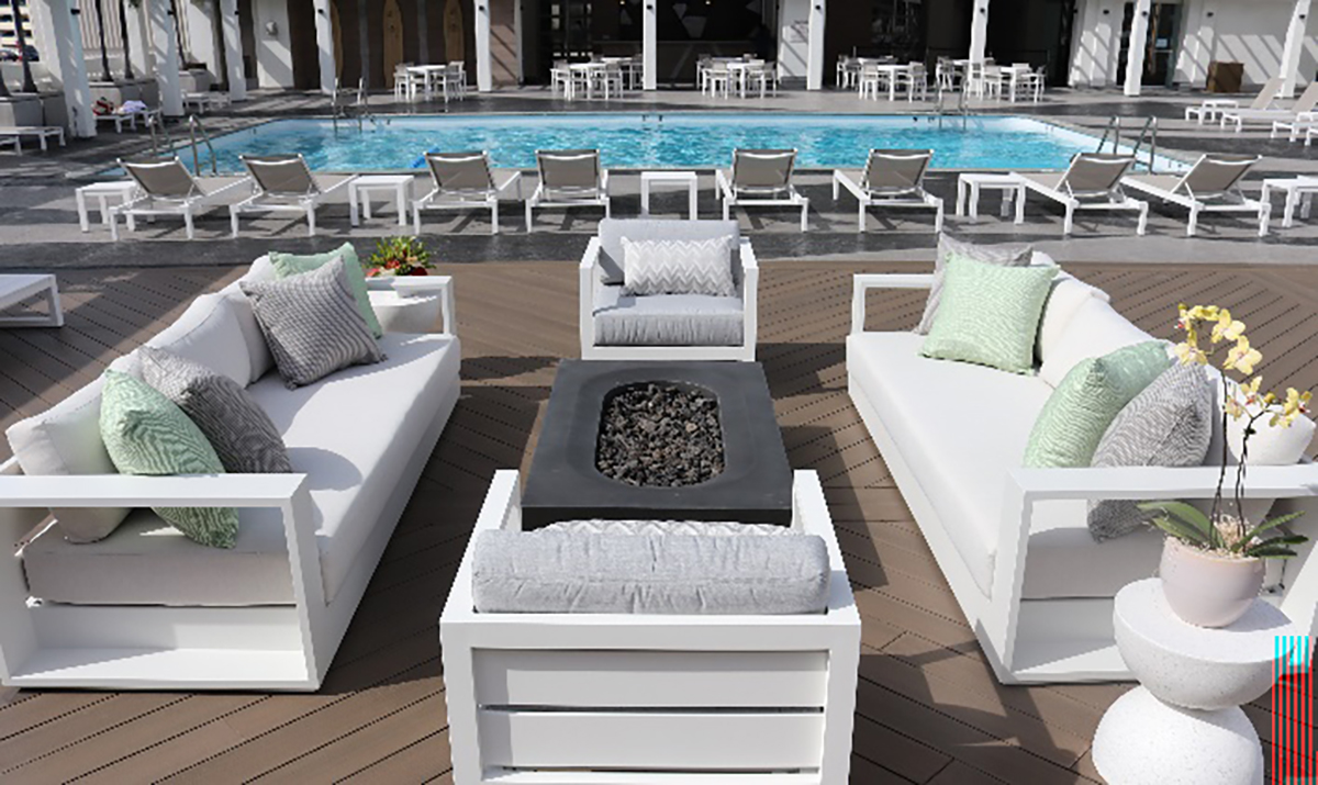 ala moana hotel pool deck