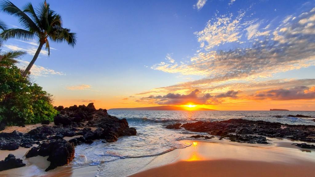 Makena Secret Beach At Sunset In Maui, Hi
